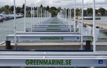 Marina med båtlyftar